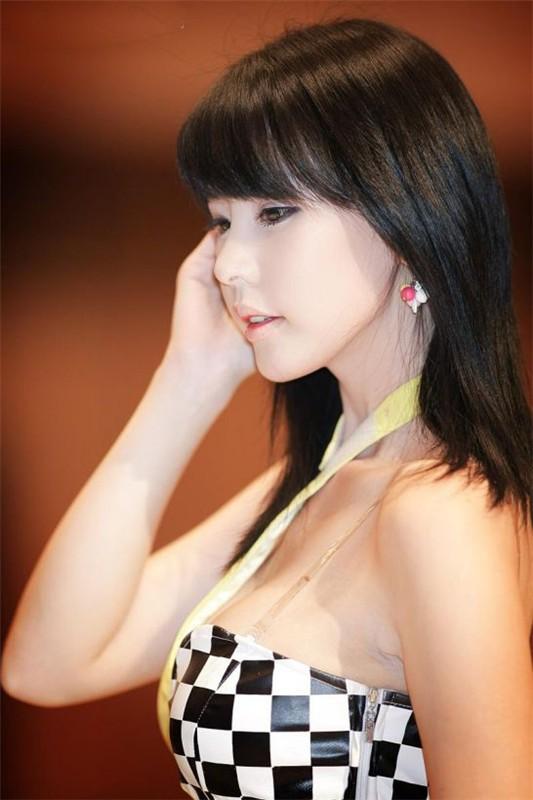 韩国车模李智友45