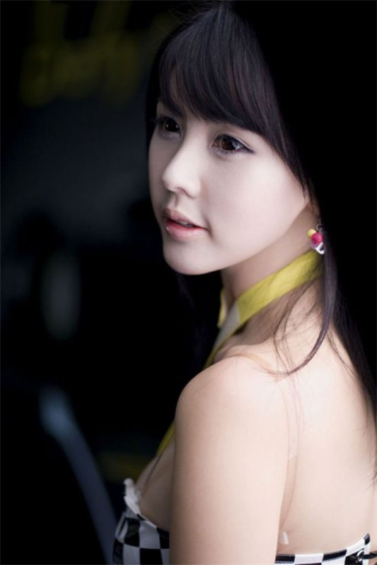 韩国车模李智友31