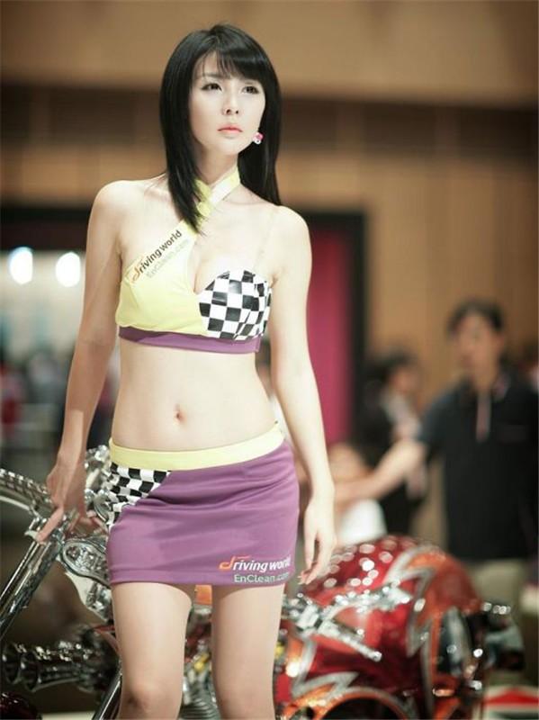 韩国车模李智友46