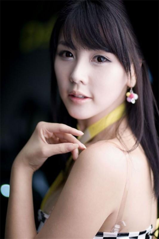 韩国车模李智友33