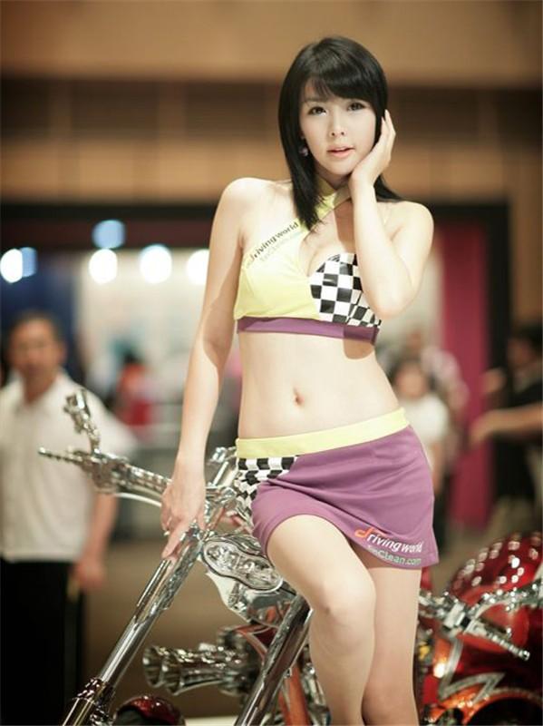 韩国车模李智友47