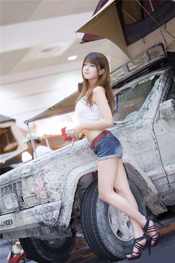 韩国车模许允美30
