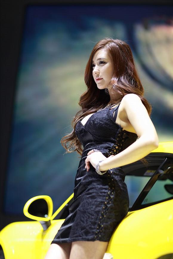 韩国车模金河律02