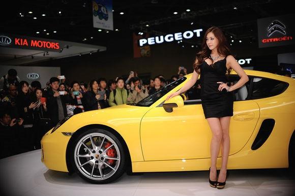 韩国车模金河律05