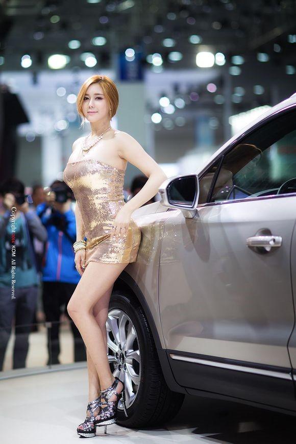 韩国车模金河律30