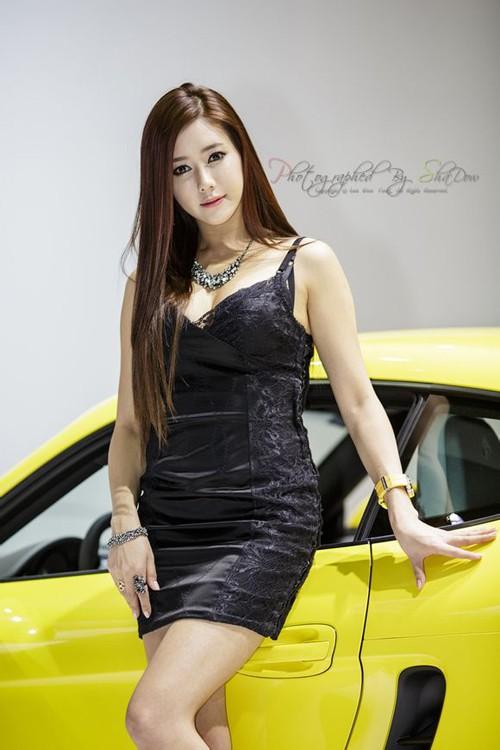 韩国车模金河律13