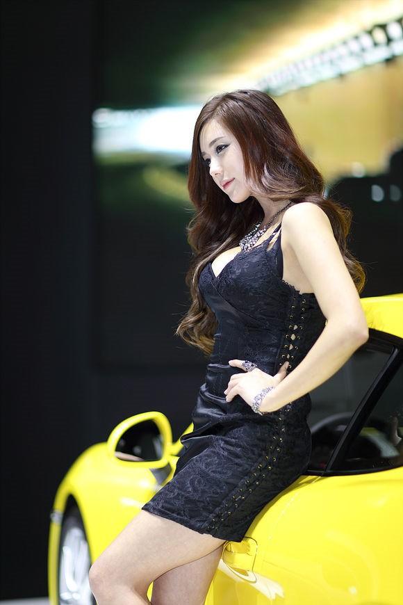 韩国车模金河律03
