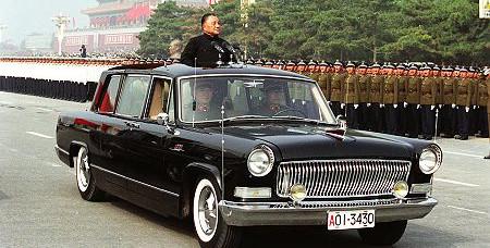 该车还被编入《世界汽车年鉴》,五面红旗的标志被改为三面,代表总路线
