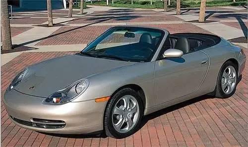 比尔盖茨对保时捷跑车情有独钟,拥有一辆1999年款保时捷911敞篷版和