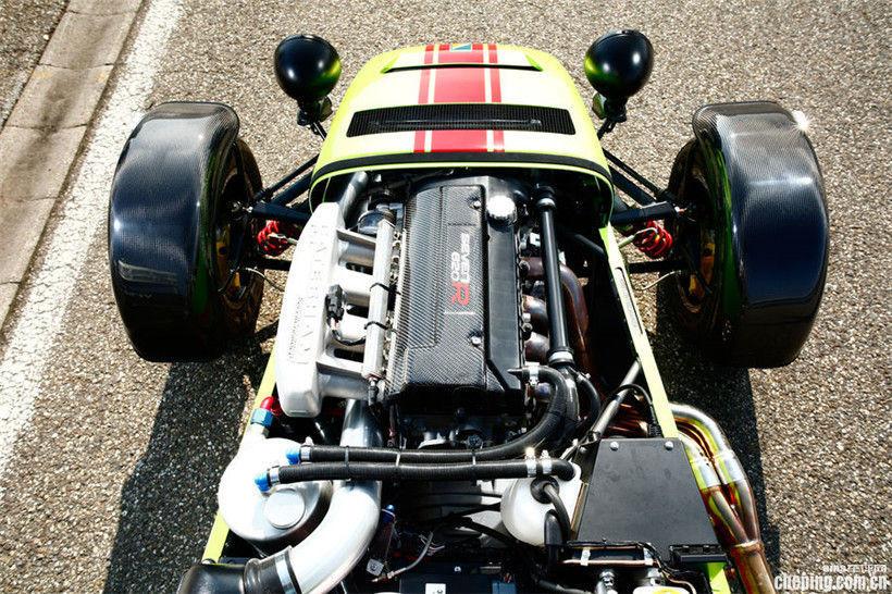 310马力的卡特汉姆7型620r的圈速为1分09秒7,与520马力的双涡轮增压
